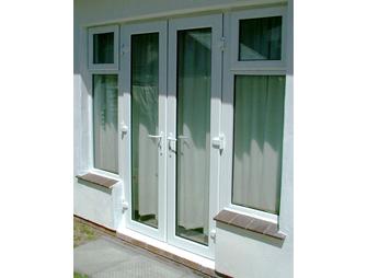 پنجره upvc ترکیبی تک حالته با فرم درب